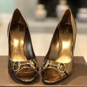 Gorgeous 100% Authentic Gucci Gold heels.